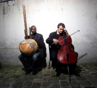 Ballaké Sissoko and Vincent Segal performing 'Chamber Music'